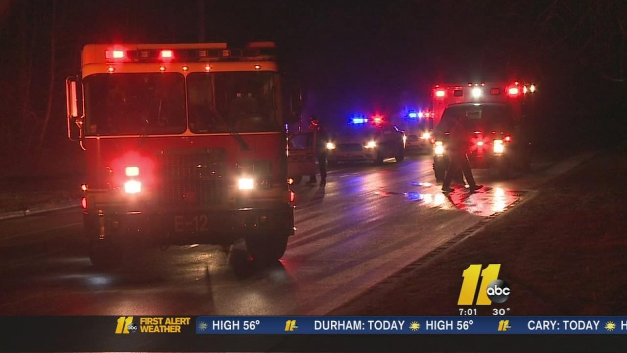 Person sent to hospital after 4-vehicle wreck in Durham