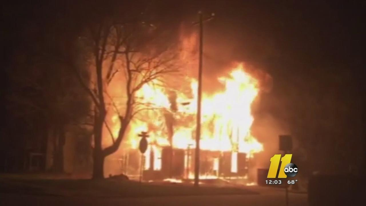 Fire destroys historic Wake Forest home