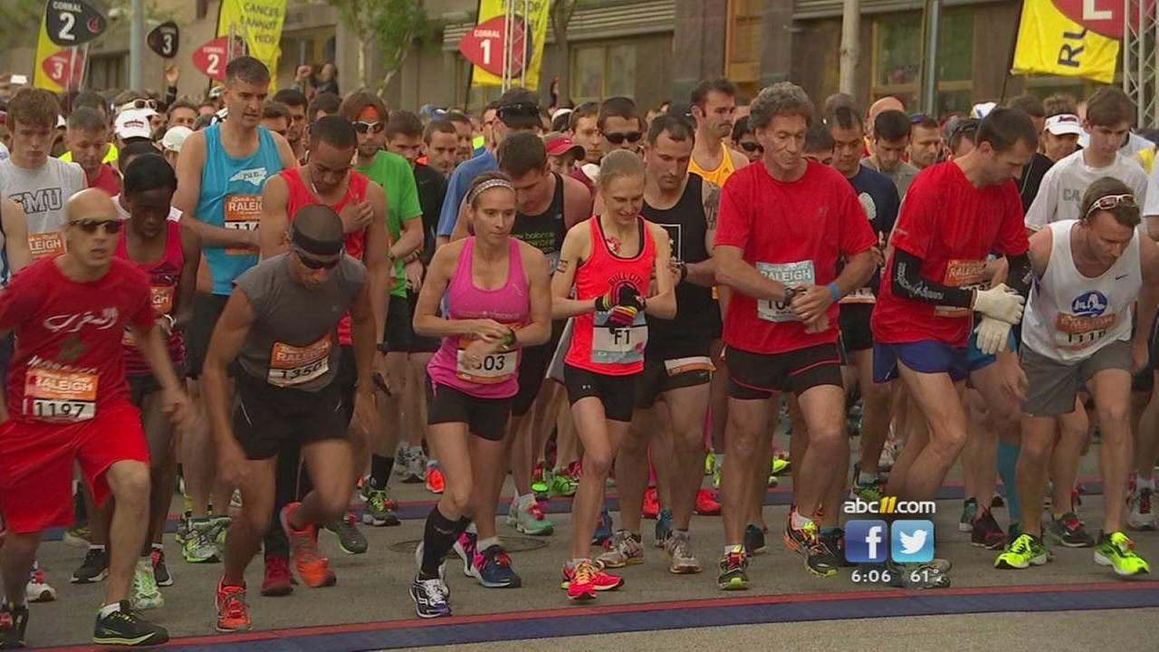 Thousands run the RocknRoll marathon