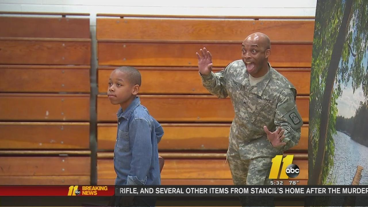 Soldier photobombs son in military surprise