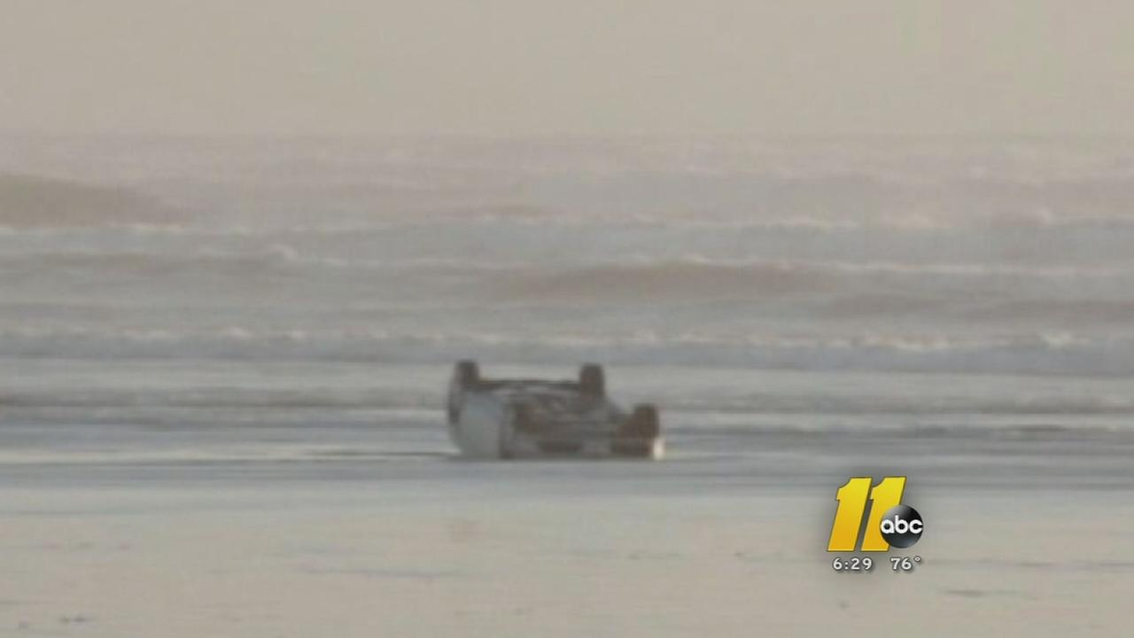 2 rescued from car in ocean