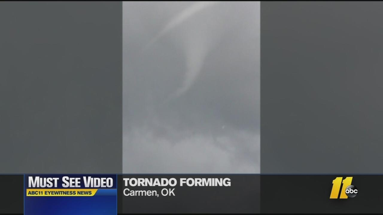 Must-See Videos: Watch a tornado form