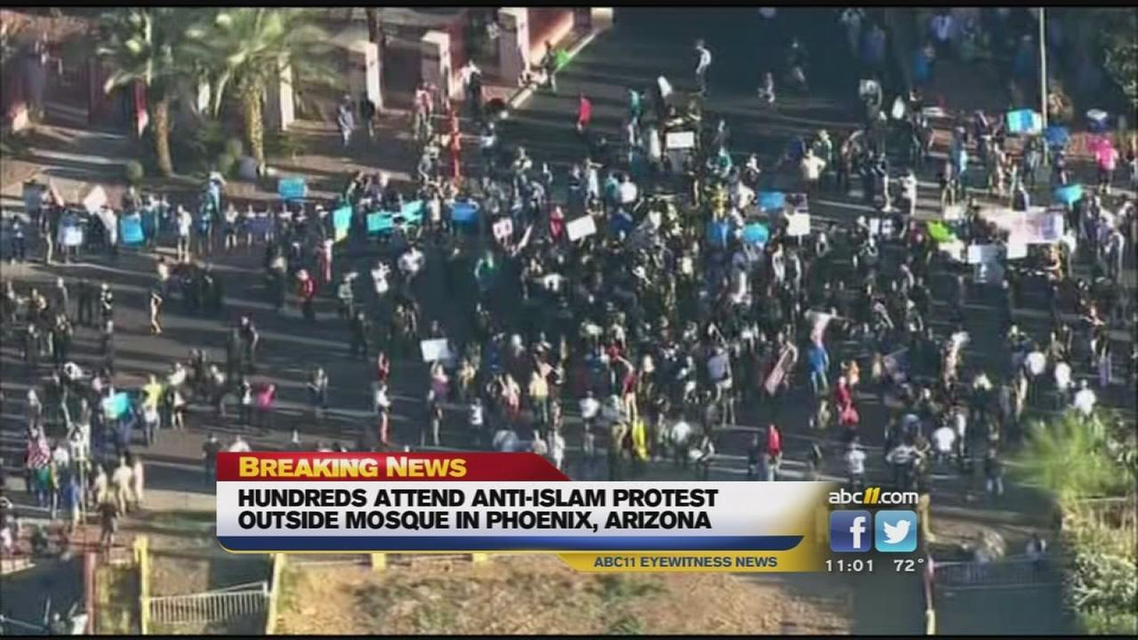 Hundreds attend anti-Islam protest