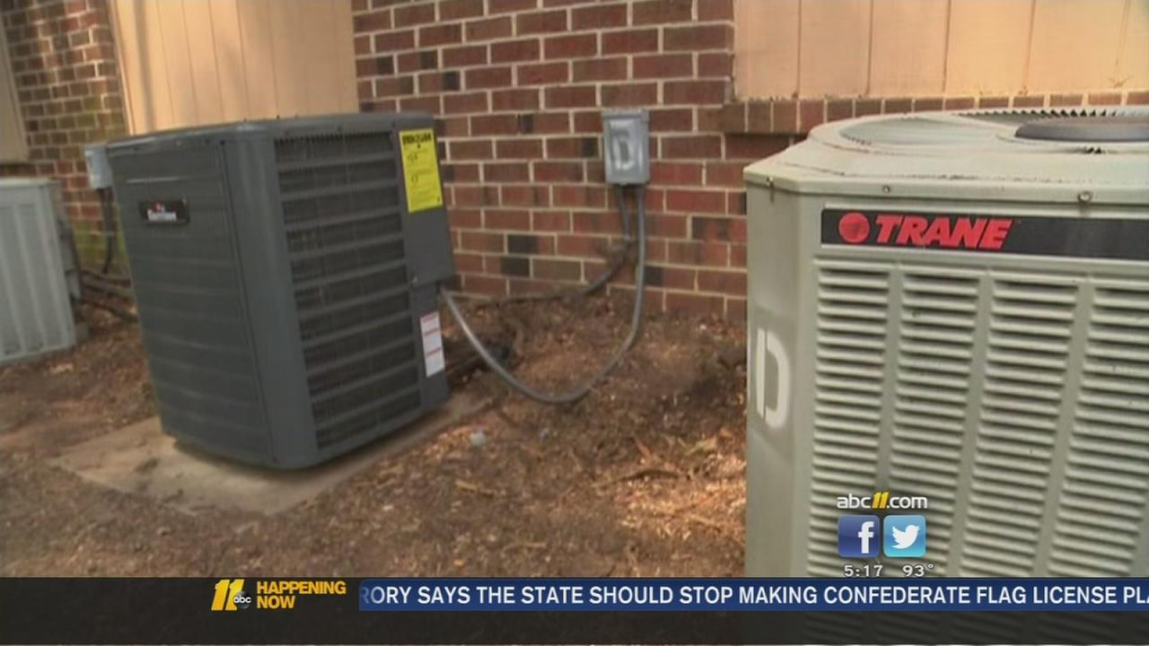 Family with no AC gets new unit