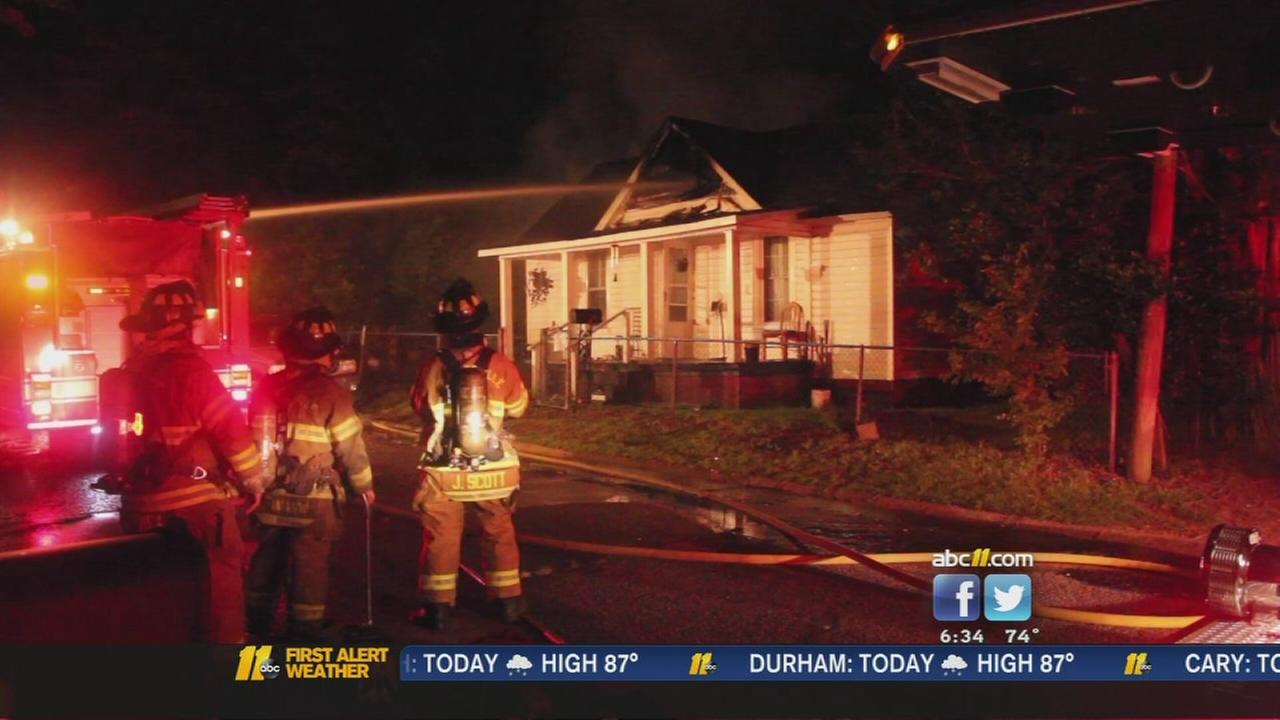 Man escapes from Fayetteville house fire