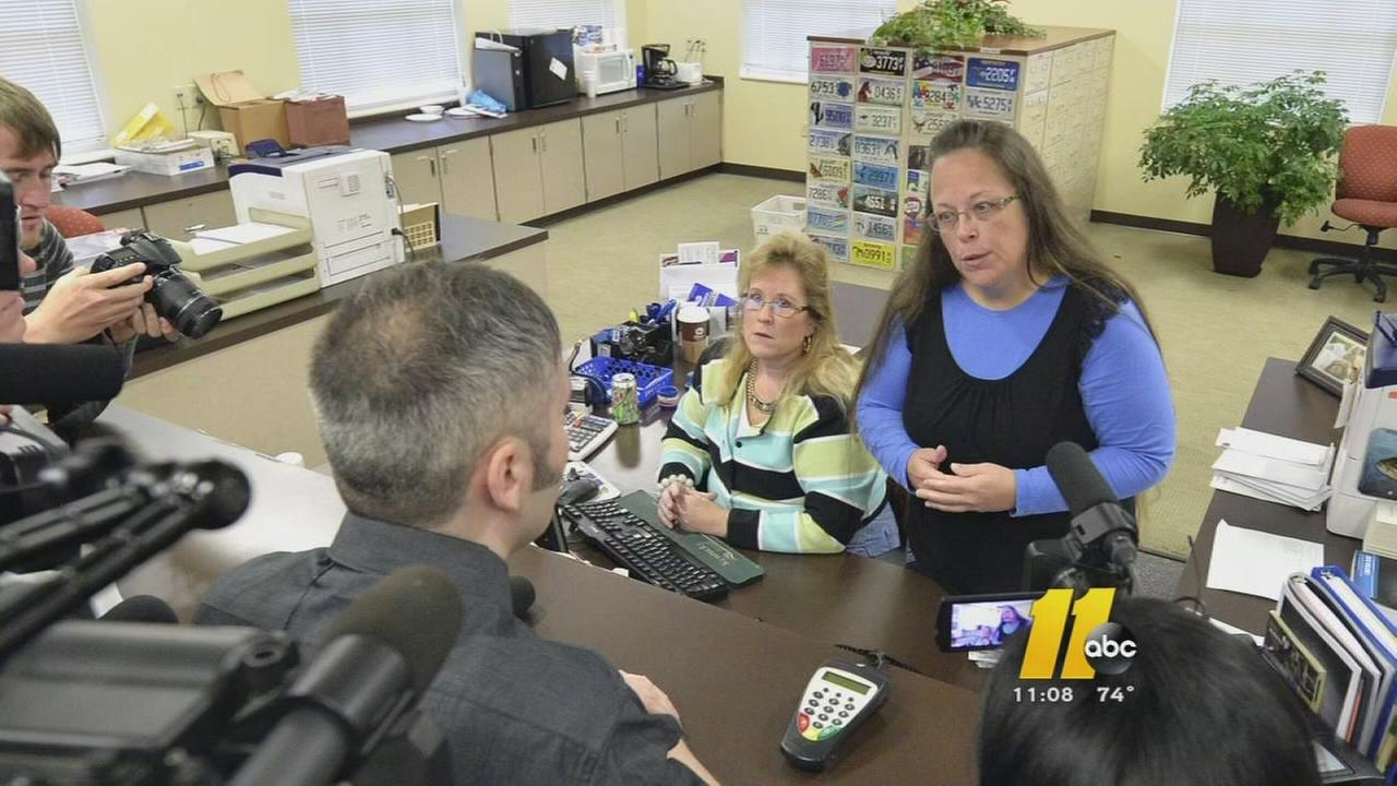 Kentucky clerk appeals jail order