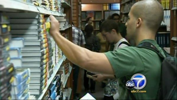 College students save by renting books