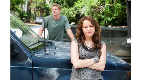 Liam Hemsworth and Miley Cyrus in 'The Last Song'