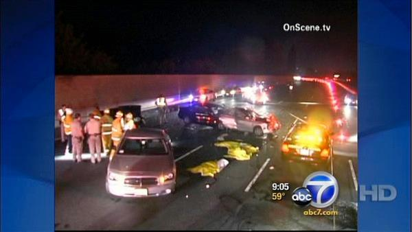 3 killed when car hits people on 101 Fwy.