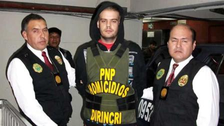 Joran van der Sloot, center, is seen before being transported by police in Lima, Thursday, June 10, 2010.