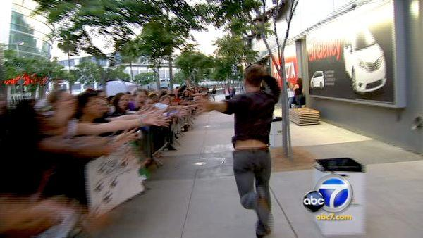 'Twilight' stars surprise camped out fans