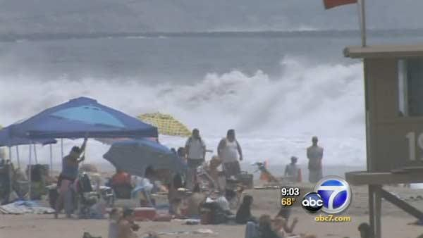 Huge swells hit SoCal beaches on 4th holiday
