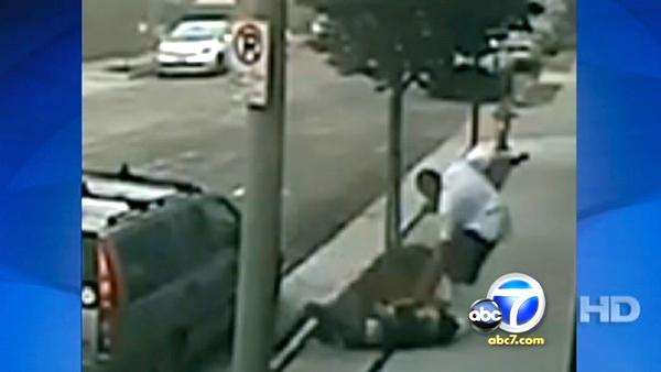 Woman fends off violent purse-snatcher