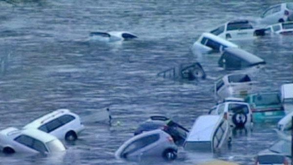 Waves wash cars away after Japan quake