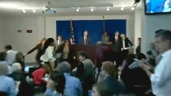 Quake interrupts Strauss-Kahn presser