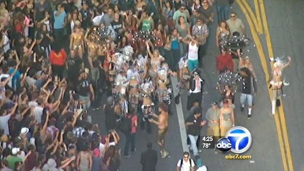 LAPD Internet Unit tracks 'flash mobs'