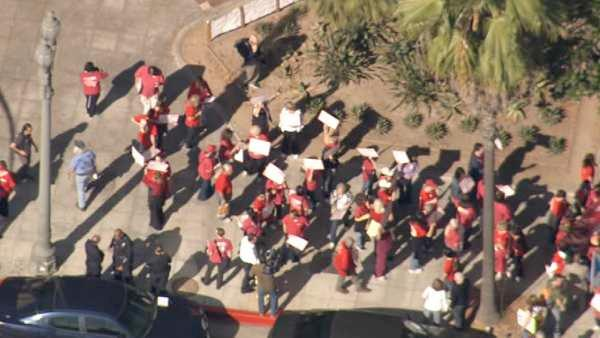 Occupy LA protesters take financial district