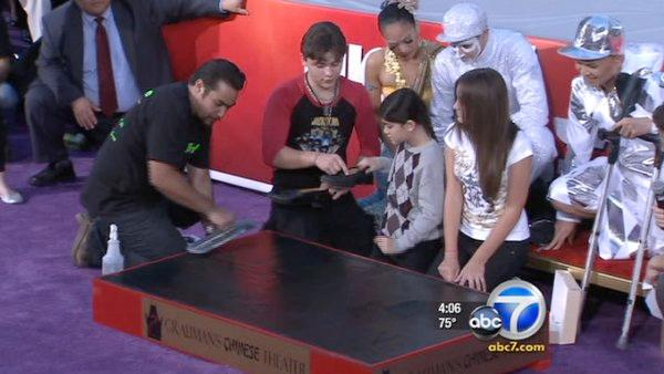 Jackson kids put dad's prints in Hollywood