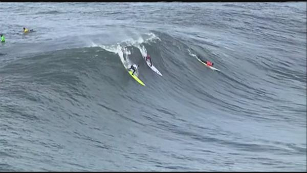 Huge waves at Mavericks Invitational surf comp