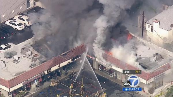 Fire erupts at Glendale commercial strip mall