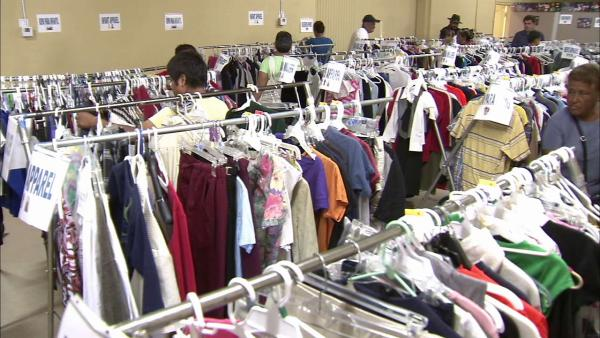 A Trabajar clothing bank offers free items