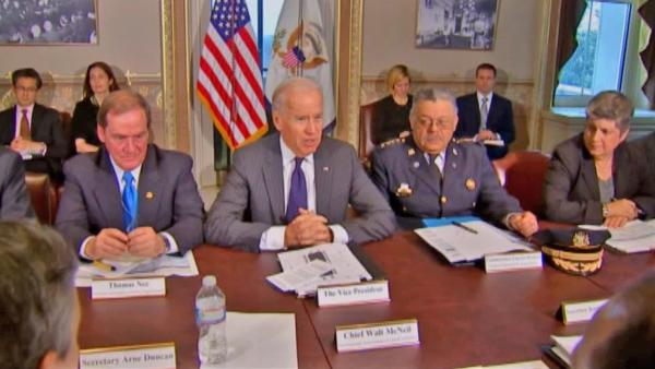 Gun control: Biden meets w/ law enforcement