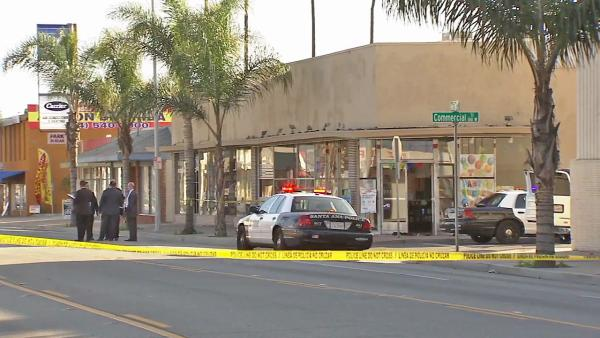 Santa Ana stabbing kills 1; suspects sought