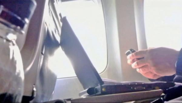FAA OKs passengers to use gadgets on planes