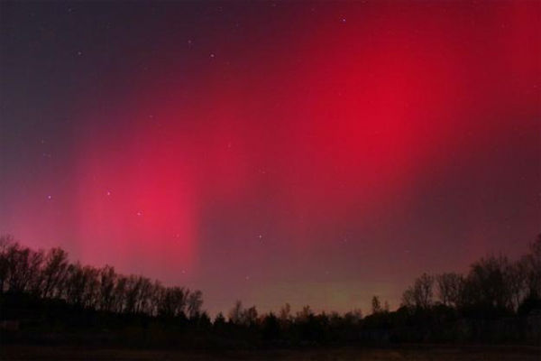 Tobias Billings took this photo of the aurora borealis from Independence, Mo., on Oct. 24, 2011. <span class=meta>(Photo&#47;spaceweather.com&#47;Tobias Billings)</span>