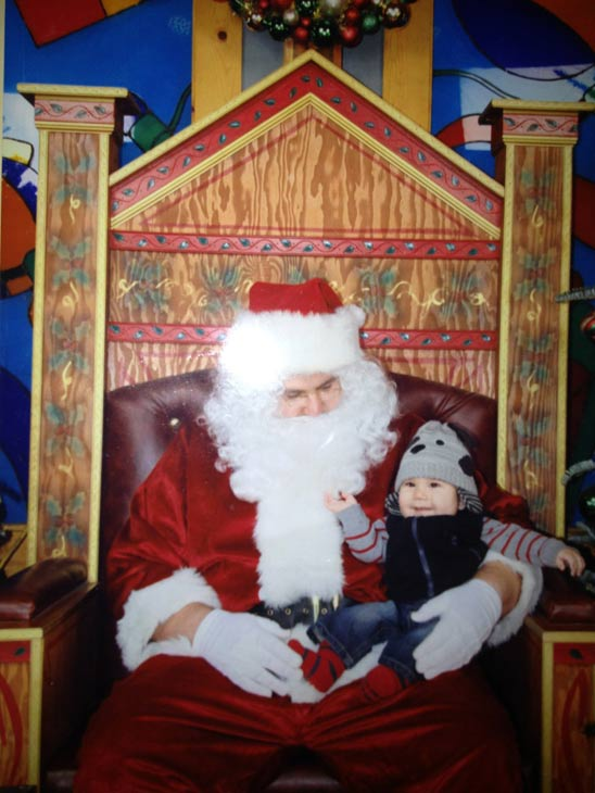 ABC7 viewer Jesse Arroyo sent in this Santa photo.  Post your own photo, and don&#39;t forget to tag yourself. Your photo may be used on Eyewitness News! <span class=meta>(KABC Photo&#47; ABC7 viewer Jesse Arroyo)</span>