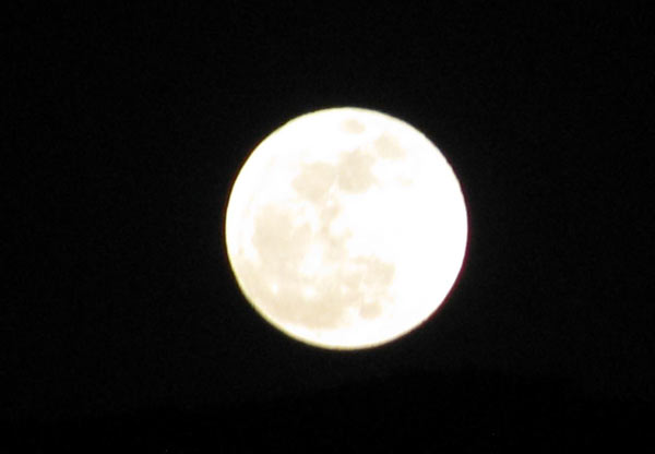 "<div class=""meta image-caption""><div class=""origin-logo origin-image ""><span></span></div><span class=""caption-text"">ABC7 viewer Carolyn Abidor Whitehead posted this photo to the ABC7 Facebook wall of the full moon from her vantage point in Canyon Country,  a community within Santa Clarita, on Saturday, May 5, 2012. When You Witness breaking news, or even something extraordinary, send pictures and video to video@abc7.com, or post them to the ABC7 Facebook page or to @abc7 on Twitter  (ABC7 viewer Carolyn Abidor Whitehead)</span></div>"