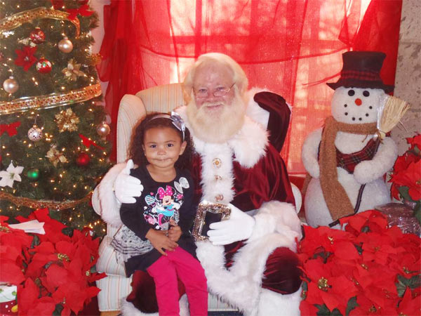 Lilyana Hunter posted this shot as: &#39;Visit with Santa 2012.&#39; &#160;Share your holiday pictures with us on our ABC7 Facebook page. <span class=meta>(ABC7 viewer Lilyana Hunter)</span>