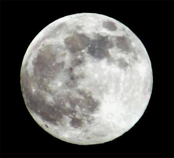 ABC7 viewer Tim Oster sent in this photo of the &#39;supermoon&#39; on Saturday, June 22, 2013. When You Witness breaking news, or even something extraordinary, send pictures and video to video@abc7.com, or post them to the ABC7 Facebook page or to @abc7 on Twitter  <span class=meta>(ABC7 viewer Tim Oster)</span>