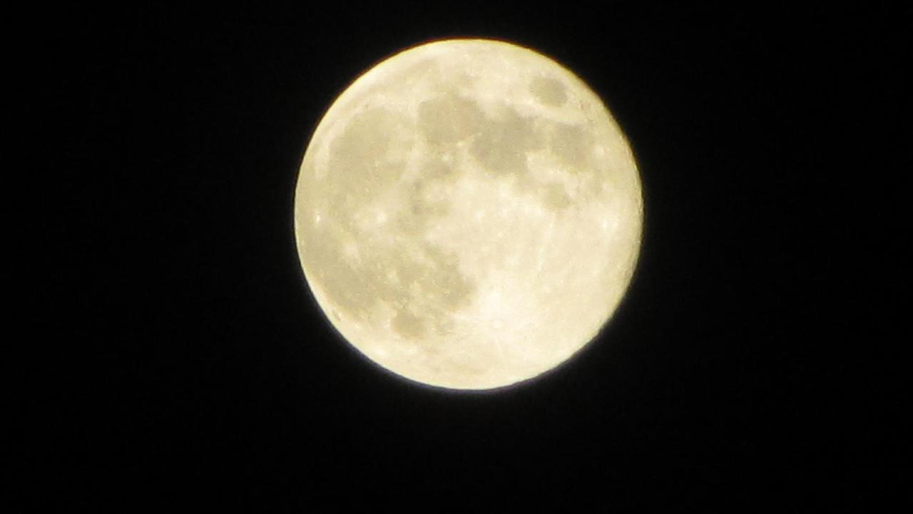 ABC7 viewer Denise Savala sent us this photo of the blue moon in Rancho Cucamonga, Calif. <span class=meta>(ABC7 viewer Denise Savala)</span>