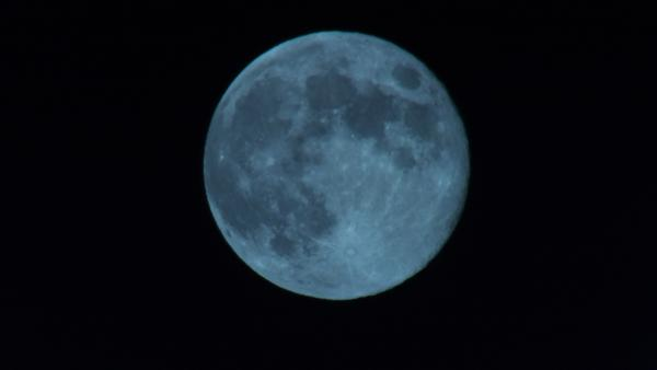 ABC7 viewer Frank Burnette sent us this photo of the blue moon frin Riverside, Calif.