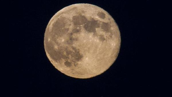 ABC7 viewer Sue Anderson Liberto sent us this photo of the blue moon in Quartz Hill, Calif.