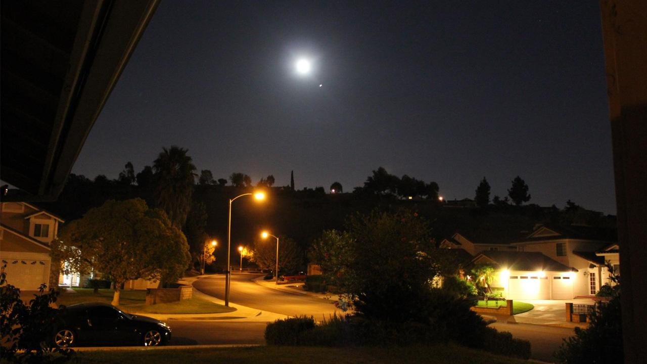 ABC7 viewer Ted Galsim sent us this photo of the blue moon in Walnut, Calif. <span class=meta>(ABC7 viewer Ted Galsim)</span>