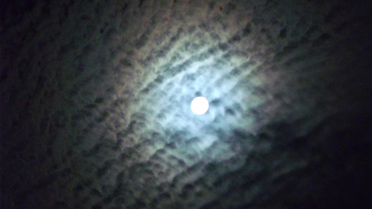 ABC7 viewer Brett Marks sent us this photo of the blue moon in Apple Valley, Calif.ABC7 viewer Brett Marks