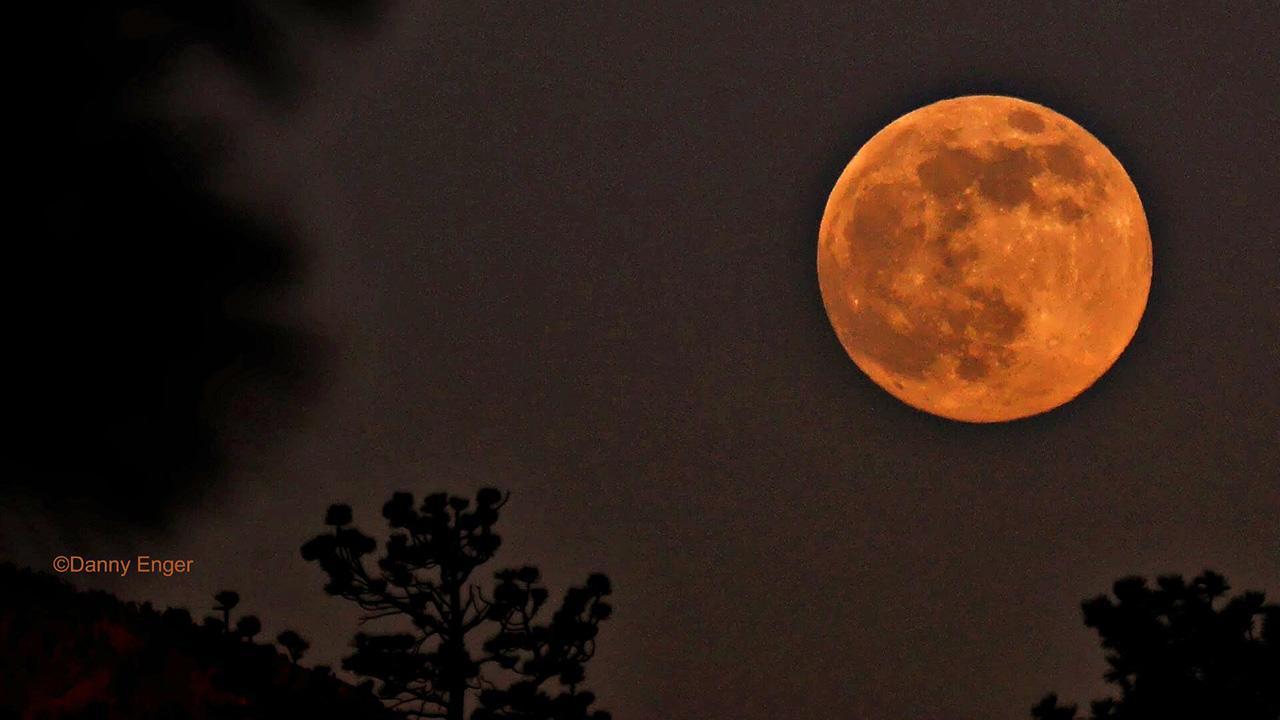ABC7 viewer Danny Enger shared this picture of the supermoon from Big Bear Lake on Sunday, June 23, 2013. <span class=meta>(Danny Enger)</span>