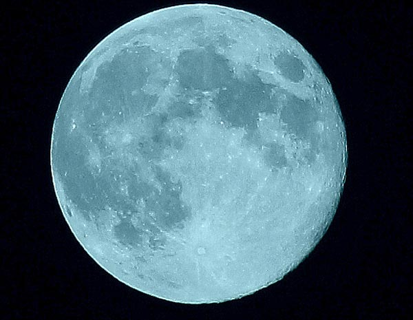 ABC7 viewer Wendi Cox sent us this photo of the blue moon in Texas.  When You Witness breaking news, or even something extraordinary, send pictures and video to video@myabc7.com, or send them to @abc7 on Twitter or our ABC7 Facebook page. <span class=meta>(ABC7 viewer Wendi Cox)</span>