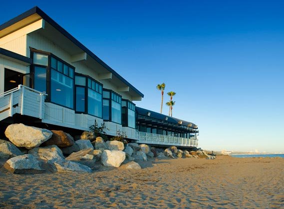 Gladstones, located in Malibu, offers seafood and a view of the ocean.  <span class=meta>(gladstones.com)</span>