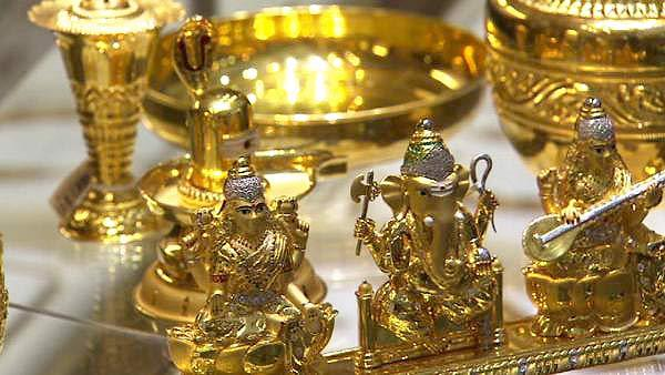 Jewelry is very important to the Indian culture. Alongside the intricate and handmade jewelry, there are many pieces of gold ornaments, vessels and figurines, all dedicated to the Hindu religion.