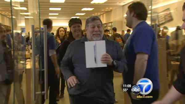 Apple's new iPad draws crowds nationwide