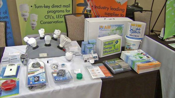 Group shows off newest energy-savings gadgets