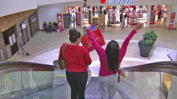 Last minute Xmas discounts offered at malls