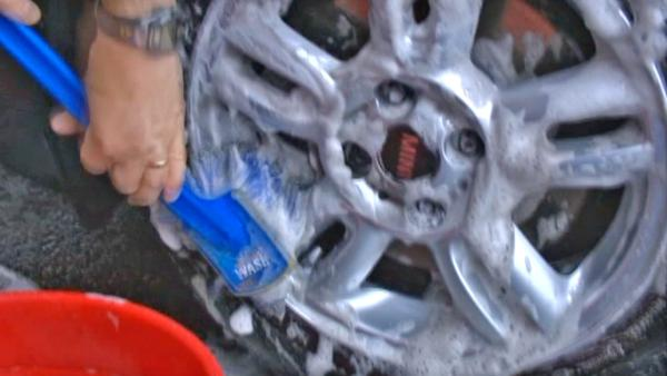 Car wheel cleaners tested to find top product