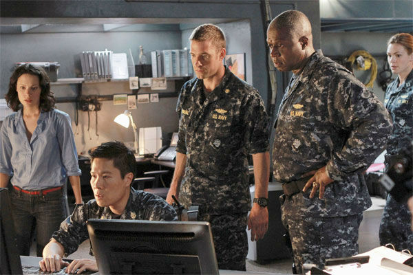 &#39;Last Resort&#39; &#40;Thursdays at 8 p.m., premieres in September&#41;: 500 feet beneath the ocean&#39;s surface, the crew of the U.S. ballistic missile submarine Colorado receives their orders: fire nuclear weapons at Pakistan. But when Capt. Marcus Chaplin &#40;Andre Braugher&#41; and XO Sam Kendal &#40;Scott Speedman&#41; refuse to fire without confirmation, the sub is targeted, fired upon, and hit.   The Colorado and its crew find themselves crippled on the ocean floor, declared rogue enemies of their own country. Now, with nowhere left to turn, Chaplin and Kendal take the sub on the run and bring the men and women of the Colorado to an exotic island. Here they will find refuge, romance and a chance at a new life, even as they try to clear their names and get home.    &#34;Last Resort&#34; stars Andre Braugher &#40;&#34;Men of a Certain Age&#34;&#41; as Captain Marcus Chaplin, Scott Speedman &#40;&#34;The Vow&#34;&#41; as XO Sam Kendal, Daisy Betts &#40;&#34;Sea Patrol&#34;&#41; as Lieutenant Grace Shepard, Dichen Lachman &#40;&#34;Being Human&#34;&#41; as Tani Tumrenjack, Daniel Lissing &#40;&#34;Crownies&#34;&#41; as SEAL Officer James King, Sahr Ngaujah &#40;&#34;House of Payne&#34;&#41; as Mayor Julian Serrat, Camille de Pazzis as Sophie Gerard, Autumn Reeser &#40;&#34;Hawaii Five-O,&#34; &#34;No Ordinary Family&#34;&#41; as Kylie Sinclair, Jessy Schram &#40;&#34;Falling Skies,&#34; &#34;Once Upon a Time&#34;&#41; as Christine Kendal.  <span class=meta>(ABC Photo &#47; Craig Sjodin)</span>