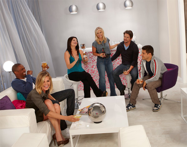 &#39;Happy Endings,&#39; which stars Elisha Cuthbert and Eliza Coupe, returns for a third season on October 23, 2012 and will air on Tuesdays from 9 to 9:30 p.m. <span class=meta>(ABC &#47; Craig Sjodin)</span>