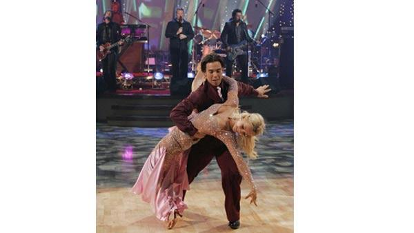 Olympic athlete Apolo Ohno and partner Julianne Hough won the top spot on Season 4 of 'Dancing With the Stars.'