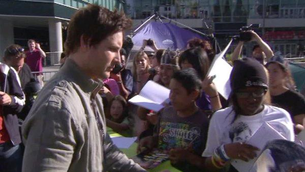 Peter Facinelli, 'Dr. Carlisle Cullen', meets and greets with fans.